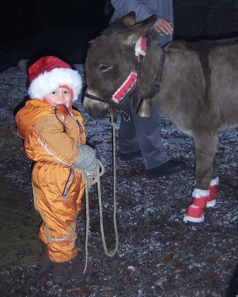 Daria mit Esel bei Wanderung